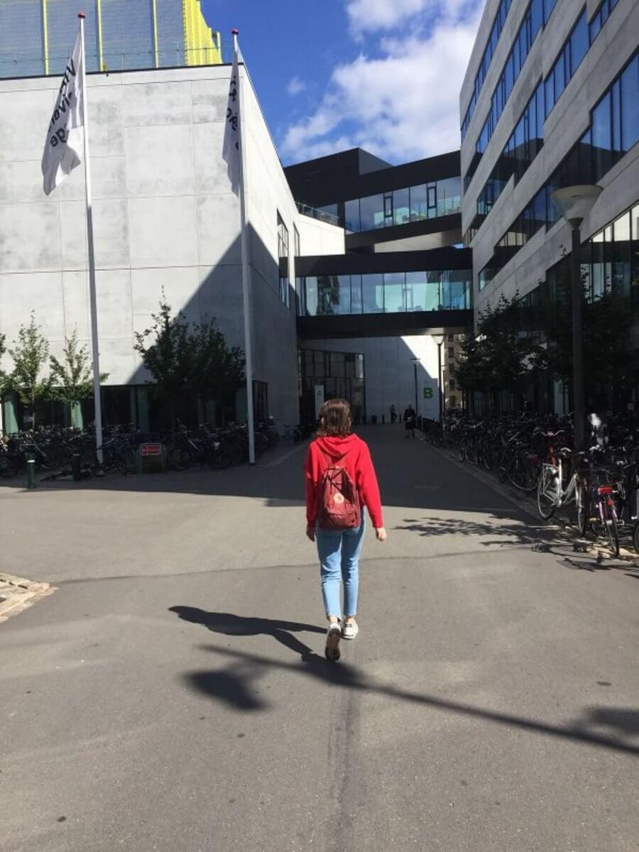 Dochadzka pocas vysokoskolskeho studia v Dansku