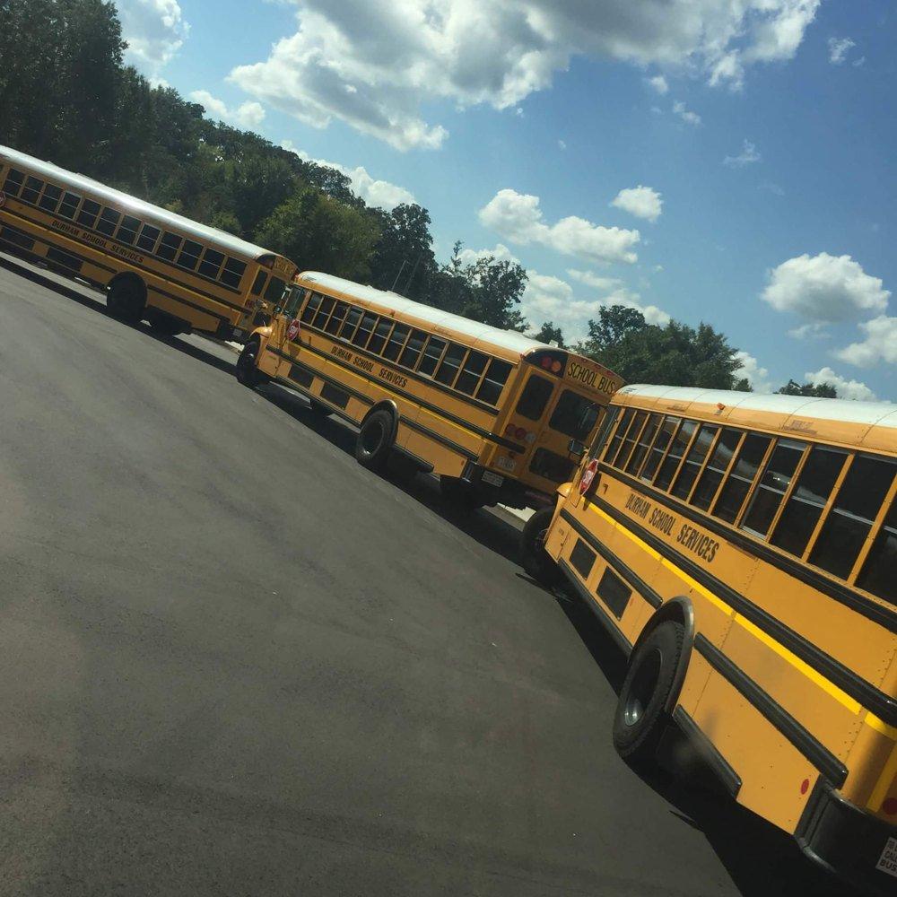 Žlté autobusy zbierajú amerických stredoškolákov do školy