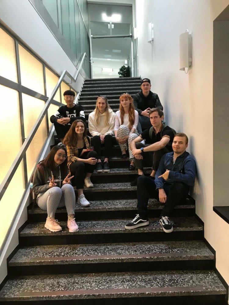 Ja a moji spolužiaci vo Fínsku na schodisku