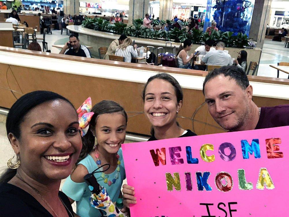 Host family na letisku