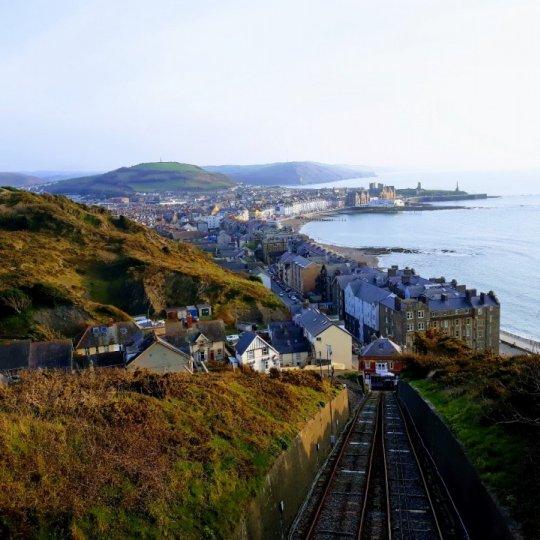 Práca popri štúdiu na Aberystwyth Univerzity - ako na to a na čo si dať pozor