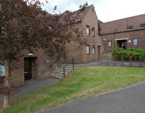Embassy Oxford Headington (13 – 17 rokov)
